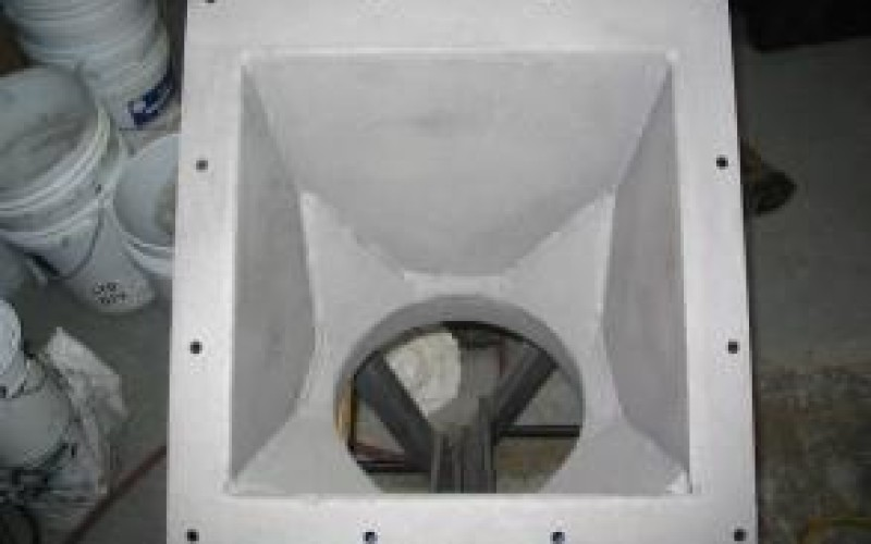 Hoppers handling abrasive solids suffering from high abrasion on the inside surface